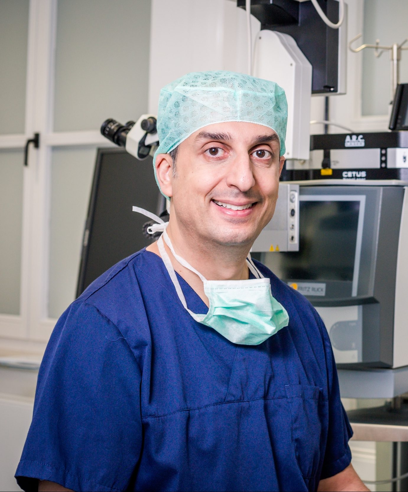 Dr Berret im Operationssaal