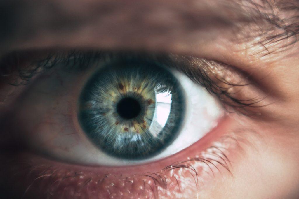 Nahaufnahme eines grünen Auges | Korrektur Fehlsichtigkeit
