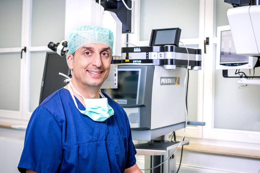 Dr Berret vor dem Nanolaser